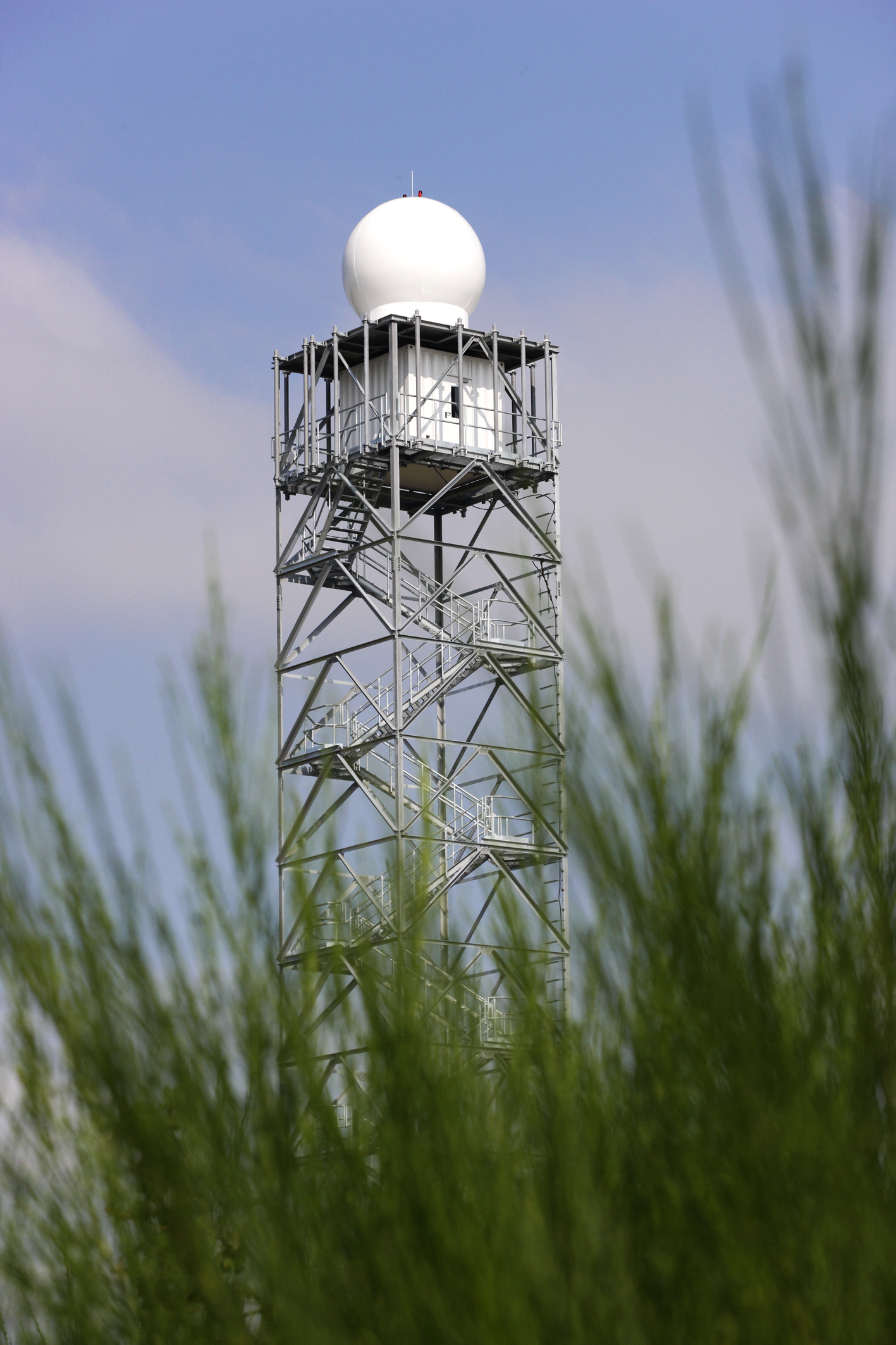 Weather radar tower at Sophienhöhe (Photo: Ralf-Uwe Limbach).